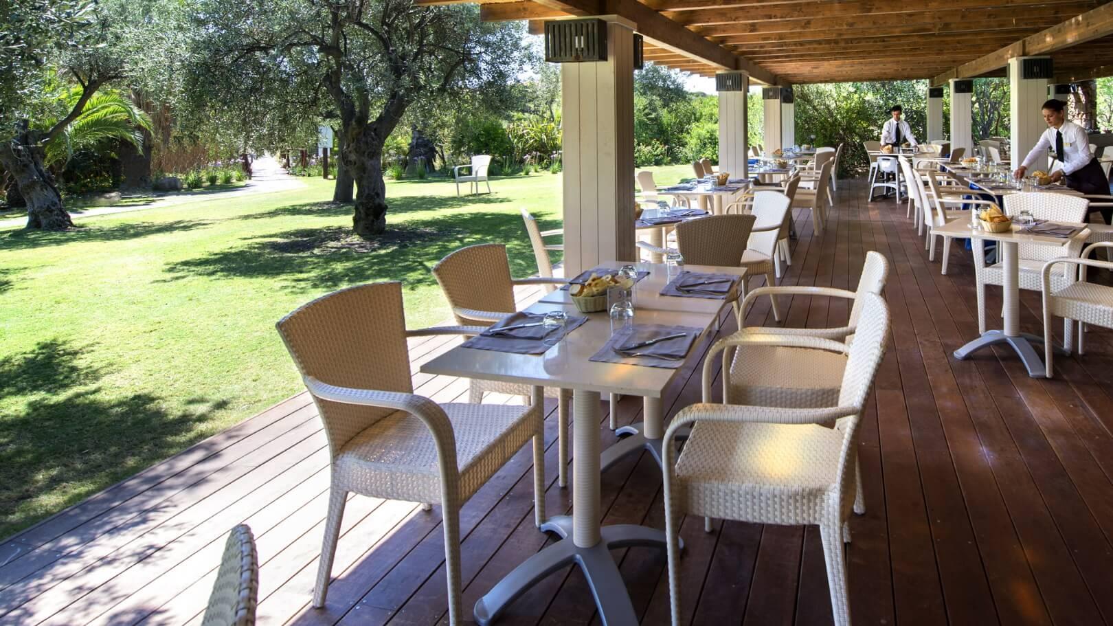 https://www.chialagunaresort.com/wp-content/uploads/2021/04/IHC_Chia-Laguna-Resort_grid_CL4U_breakfast-dune.jpg