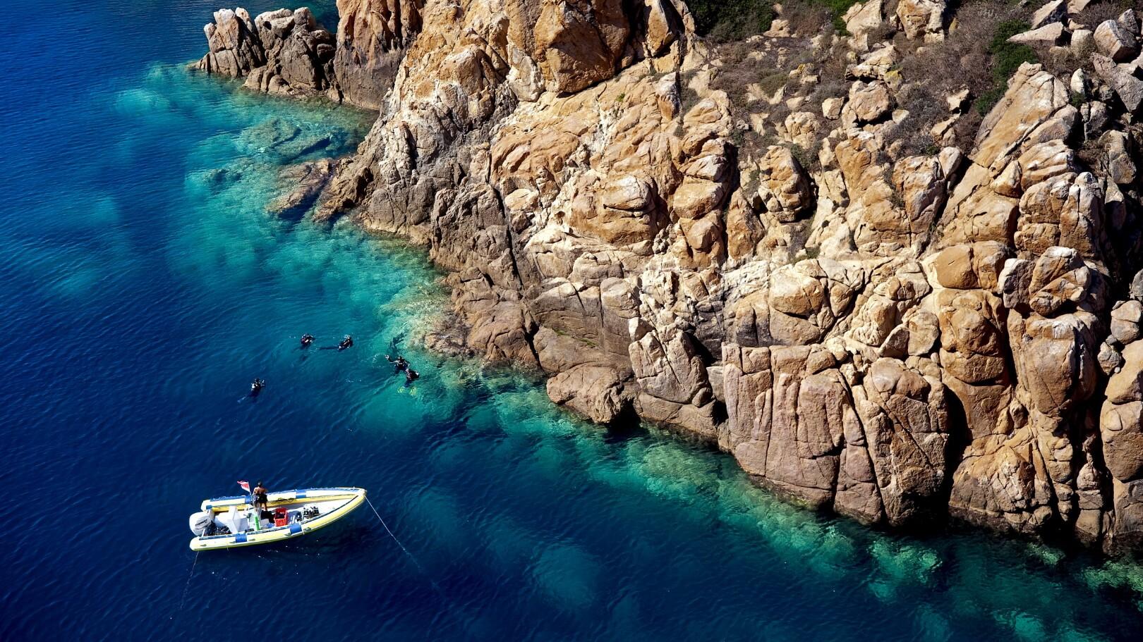 https://www.chialagunaresort.com/wp-content/uploads/2021/05/IHC_Chia-Laguna-Resort_grid_diving-2.jpg