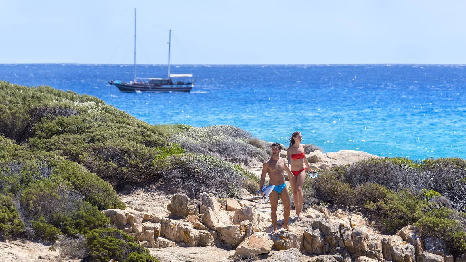 https://www.chialagunaresort.com/wp-content/uploads/2021/05/IHC_Chia-Laguna-Resort_grid_romantic_couple-snorkeling-sea.jpg