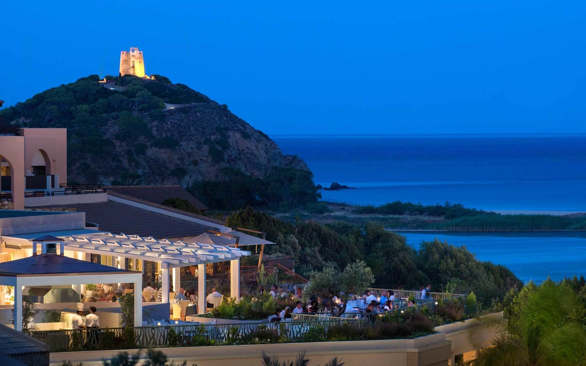 https://www.chialagunaresort.com/wp-content/uploads/2021/05/restaurant-la-terrazza.jpg